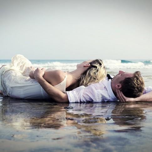Młoda Para na plaży fotograf Mariusz Stachowiak